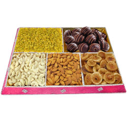 Gratifying Mixed Dry Fruits N Homemade Chocolates Combo Treat