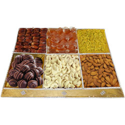 Delight's Prize Dry Fruits and Chocolate Combo