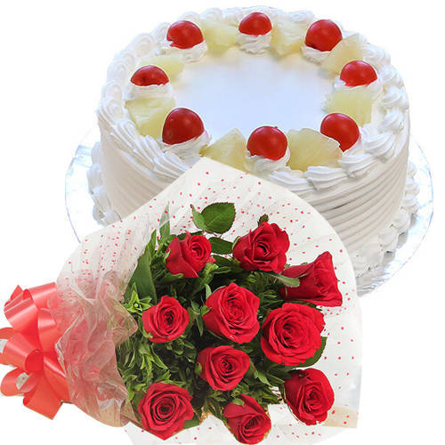 Martvelous Pineapple Flavor Cake with Roses Bunch