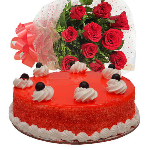 Hypnotizing Red Velvet Cake with Red Roses Bouquet