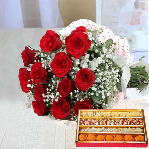 Breathtaking Heart of Love Red Roses Bunch and Sweets