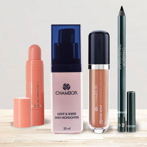Exclusive Chambor Smoky Eyes With Lipstick N Skin Makeup