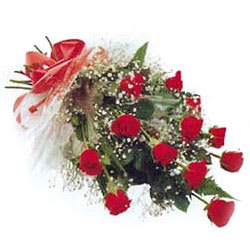 Elegant Red Roses Bunch