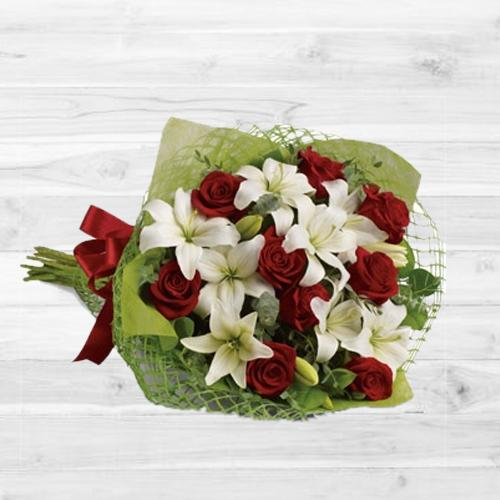 Elegant Bouquet of Roses N Lilies