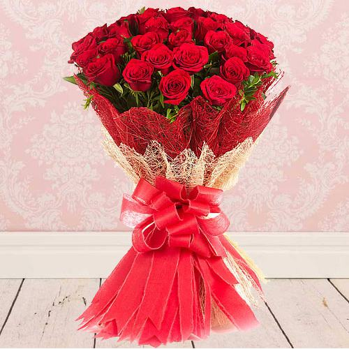 Eye-Catching Bouquet of Fresh Red Color Roses